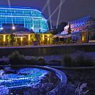 Grosses Tropenhaus bei Nacht