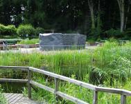 Brunnen im Sumpf- und Wassergarten
